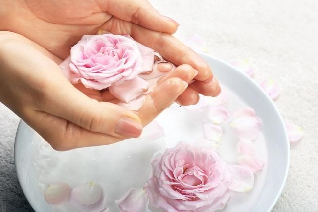 Beragam Manfaat Air Mawar untuk Wajah - Alodokter