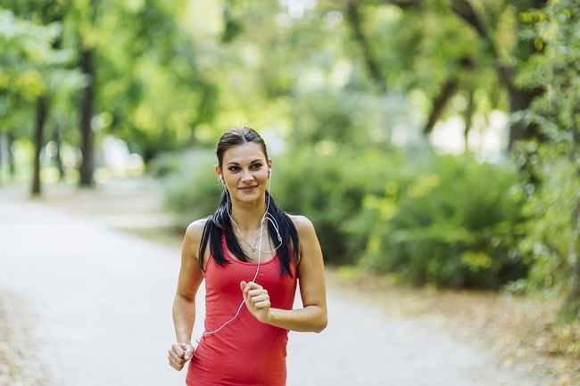 Jangan Ragukan Manfaat Mendengarkan Musik saat Olahraga - Alodokter