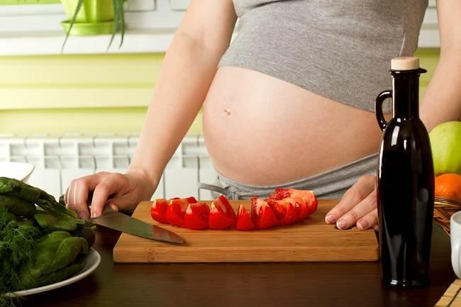 Ketahui Manfaat Tomat untuk Ibu Hamil di Sini - Alodokter