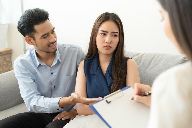Memiliki Pasangan dengan Gangguan Jiwa? Ini yang Perlu Dilakukan - Alodokter