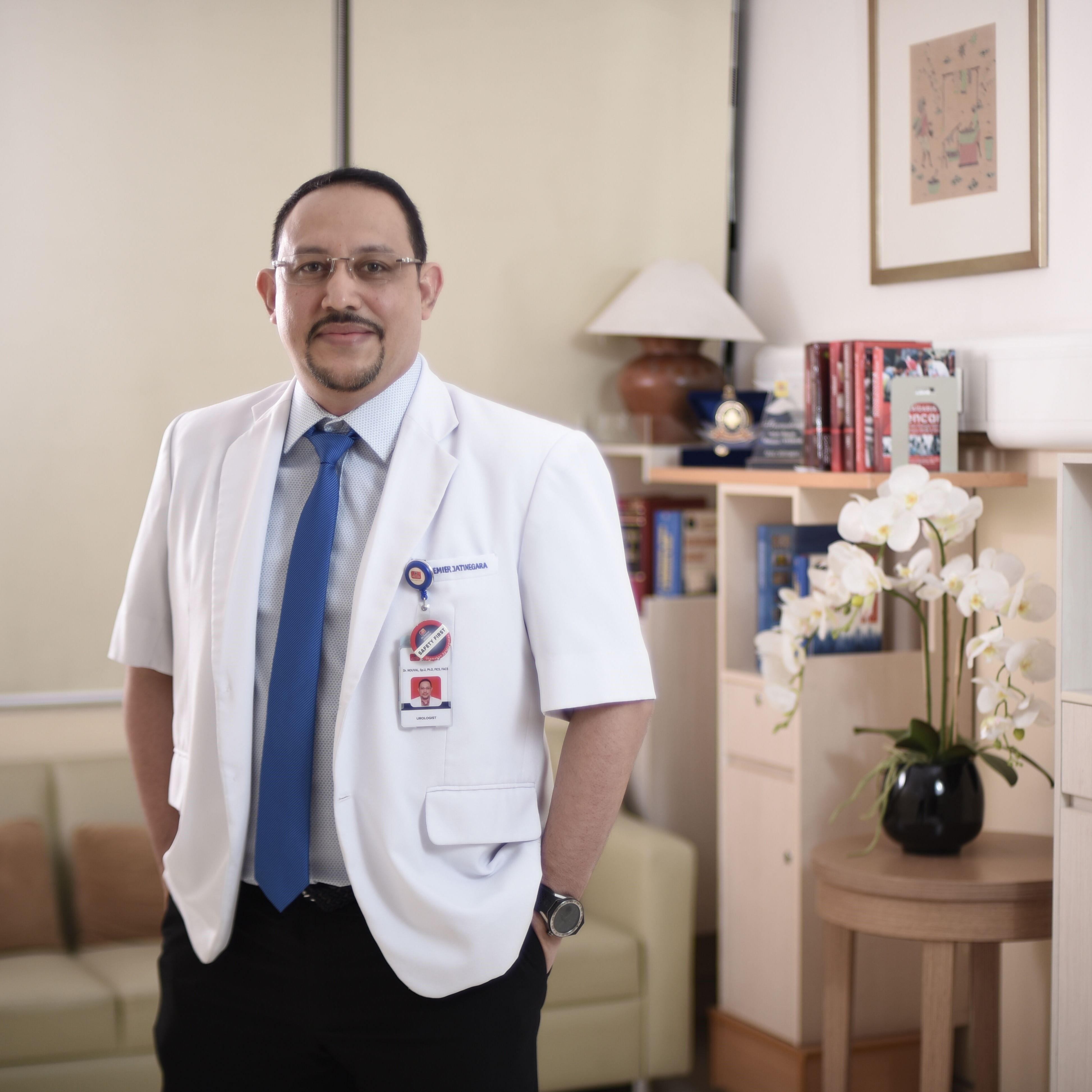 dr. Nouval Shahab, Sp.U, FICS, FACS, Ph.D