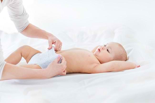 Ketahui Informasi tentang BAB Bayi Berbusa di Sini - Alodokter