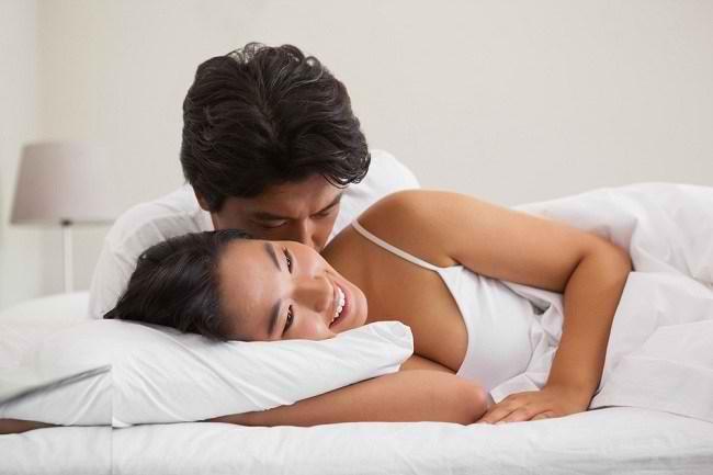 Variasi Foreplay, Mulai dari Berciuman hingga Mandi Kucing - Alodokter