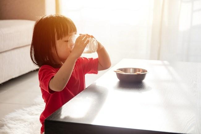 Inilah Waktu Terbaik Minum Susu pada Anak - Alodokter