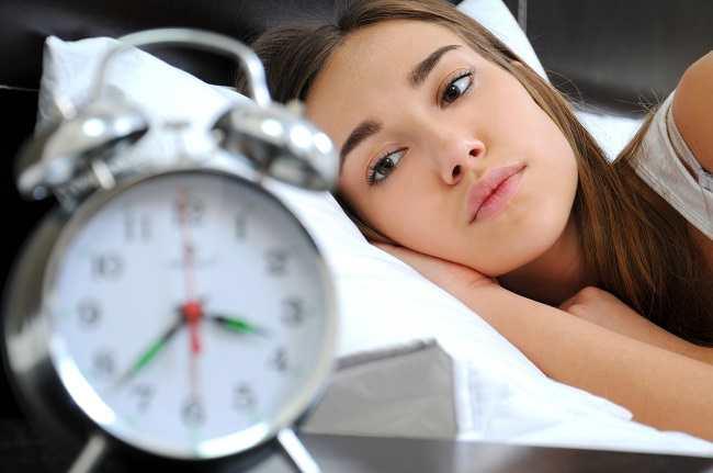 Kenali Perbedaan Insomnia dan Hipersomnia - Alodokter