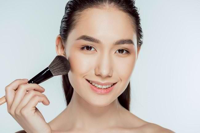 Yuk, Ketahui Lebih Banyak tentang Mineral Makeup dan Manfaatnya untuk Kulit - Alodokter
