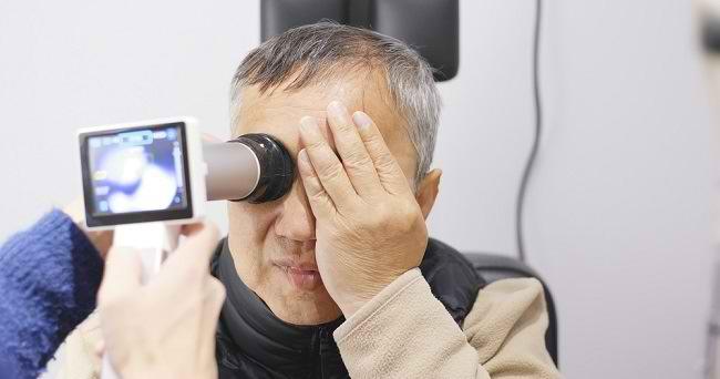 Kenali Berbagai Gangguan Penglihatan pada Lansia - Alodokter