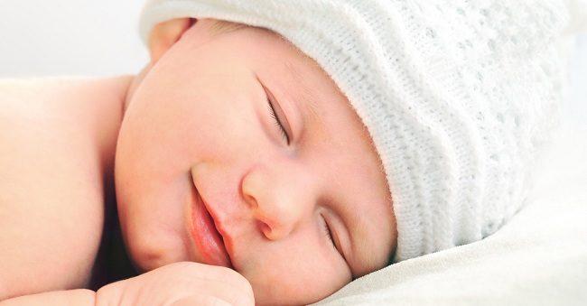 Seperti Apa BAB Bayi Baru Lahir yang Sehat? - Alodokter