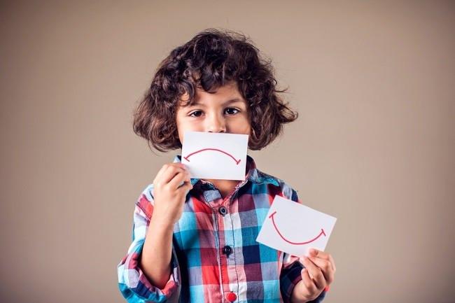 Mengenali Gejala Gangguan Bipolar pada Anak dan Cara Menanganinya - Alodokter
