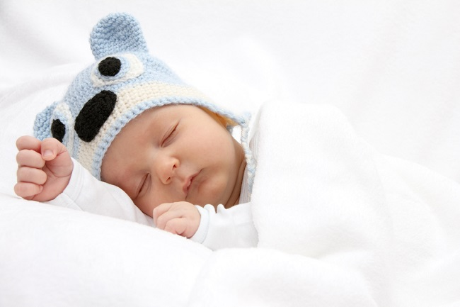 Amankah Posisi Bayi Tidur Miring? - Alodokter