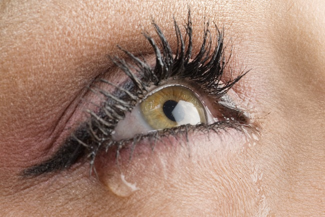 Sering Mengalami Mata Berair? Ini 10 Kemungkinan Penyebabnya - Alodokter