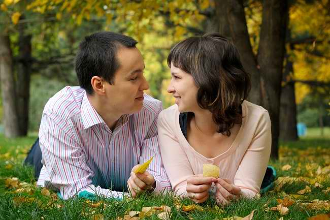 Ssst, Jatuh Cinta Ternyata Punya Manfaat untuk Kesehatan - Alodokter