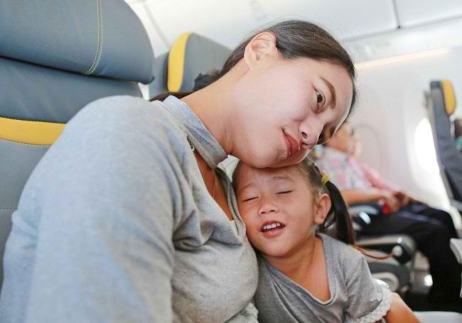 Jangan Khawatir, Bunda, Jet Lag pada Anak Bisa Diatasi dengan Cara Ini - Alodokter