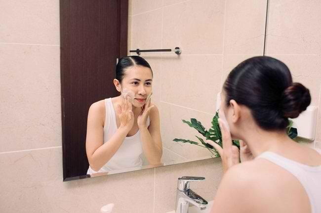 Cara Merawat Wajah dengan Sabun untuk Kulit Sensitif - Alodokter