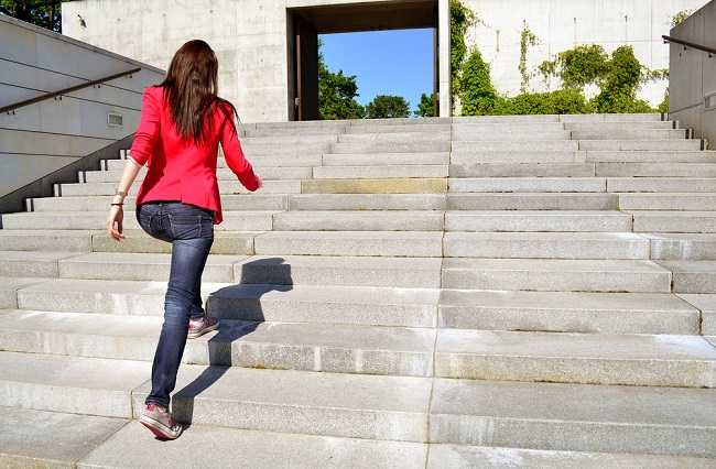 7 Manfaat Naik-Turun Tangga untuk Kesehatan - Alodokter