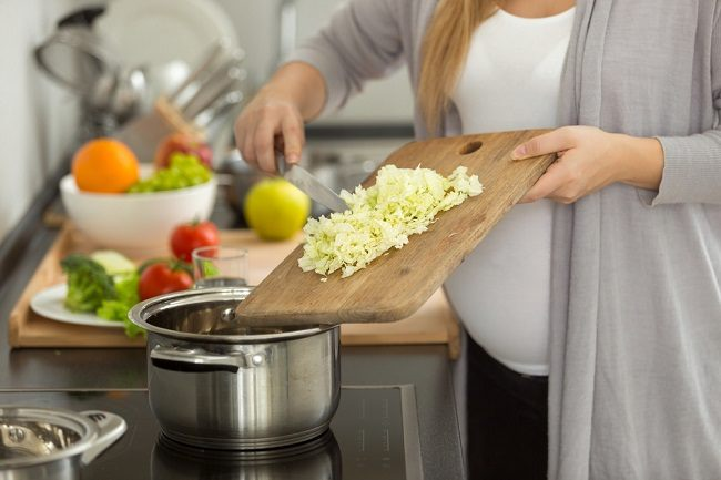 5 Makanan yang Dilarang untuk Ibu Hamil - Alodokter