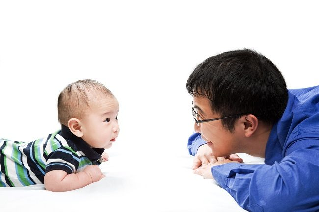 Bayi 4 Bulan: Mulai Mampu Berceloteh - Alodokter