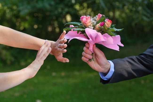 Cinta Bertepuk Sebelah Tangan? Pulihkan Dirimu dengan Empat Cara Ini - Alodokter