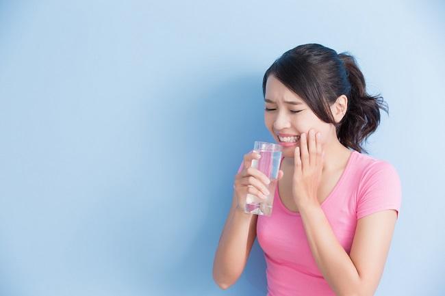 Alasan Gigi Ngilu Harus Memakai Pasta Gigi Sensitif - Alodokter