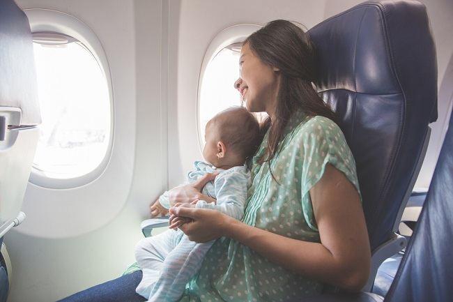 Kapan Bayi Boleh Dibawa Naik Pesawat? - Alodokter
