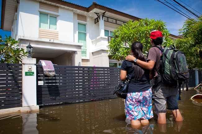 Cara Menjaga Kesehatan Anda dan Keluarga Selama Banjir - Alodokter