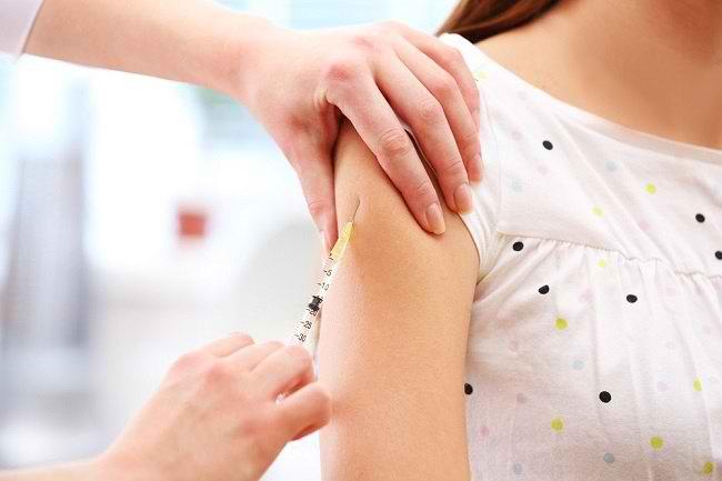Mengenal Vaksin Tifoid, Manfaat dan Jadwal Pemberiannya - Alodokter