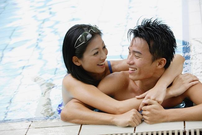 Benarkah Berenang Bersama Lawan Jenis Bisa Bikin Kamu Hamil? - Alodokter