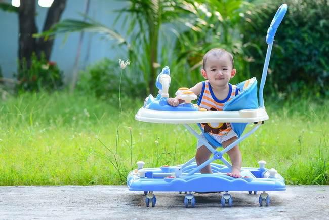 Hentikan Memakai Baby Walker Jika Tidak Ingin Bayi Terluka - Alodokter
