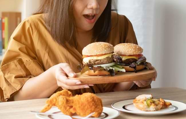 Hati-hati, Makan Berlebihan Bisa Jadi Pertanda Binge Eating Disorder - Alodokter