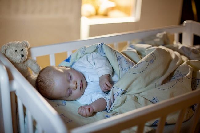 Yuk, Latih Bayi untuk Tidur Sendiri dengan Metode Ferber - Alodokter