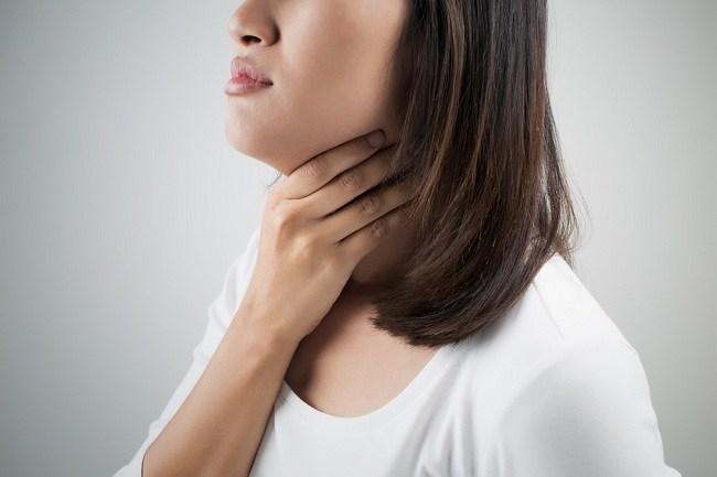 Kenali Penyebab Tenggorokan Kering dan Cara Mengatasinya - Alodokter