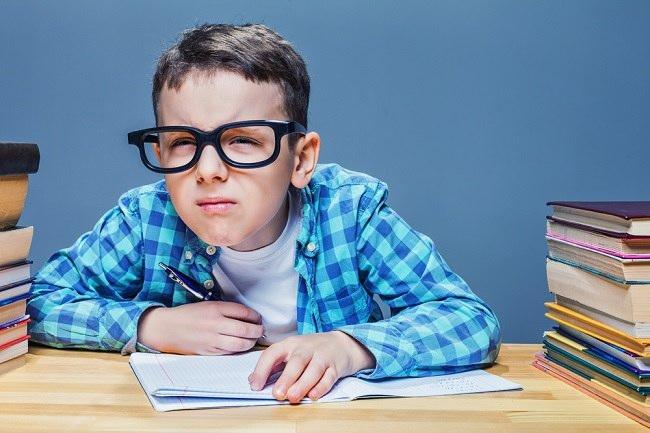 Ketahui Apa Saja Penyebab Mata Minus pada Anak - Alodokter