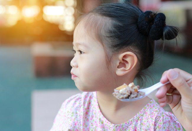 Ini Dampak Sering Memaksa Anak untuk Makan - Alodokter