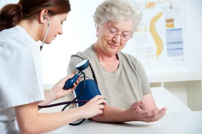 Nilai Tekanan Darah Normal pada Lansia dan Cara Menjaganya agar Stabil - Alodokter
