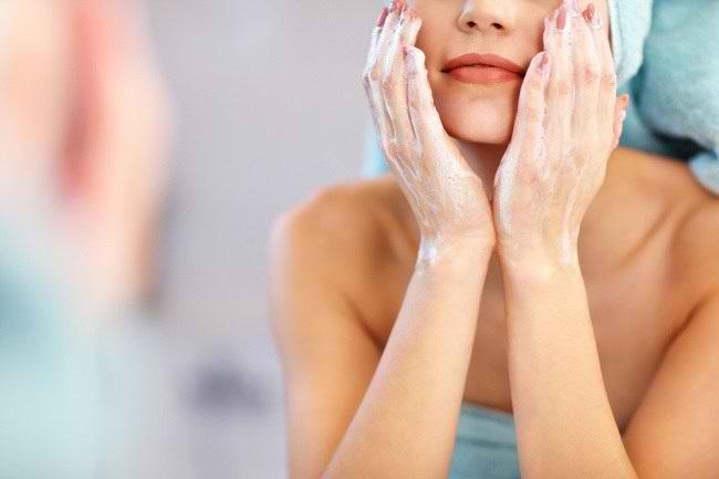 Cara Merawat Kulit Wajah yang Baik dan Benar - Alodokter