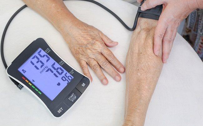 Kenali Tekanan Darah Normal Berdasarkan Usia - Alodokter