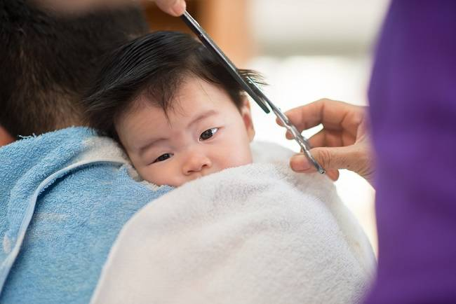Bunda, Ini Cara Mencukur Rambut Bayi yang Aman - Alodokter