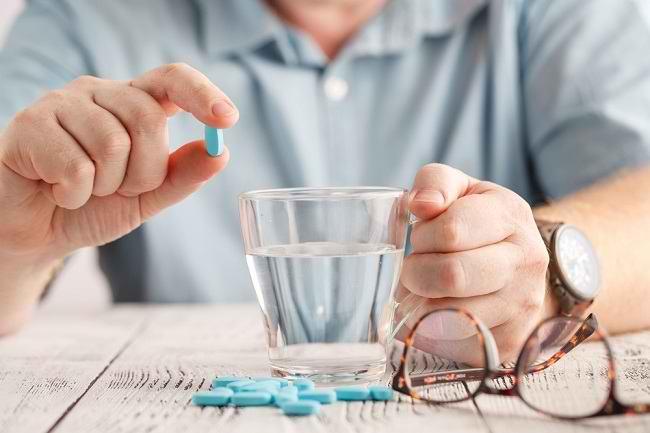 Aturan dan Cara Minum Obat Jantung Saat Puasa - Alodokter