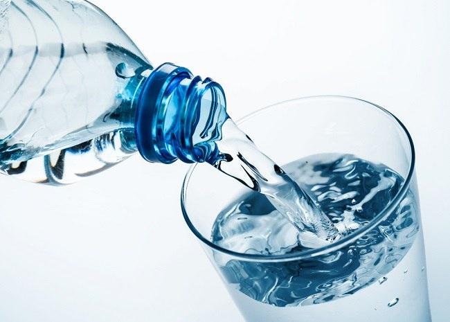 Cara Memilih Air Kemasan yang Baik - Alodokter