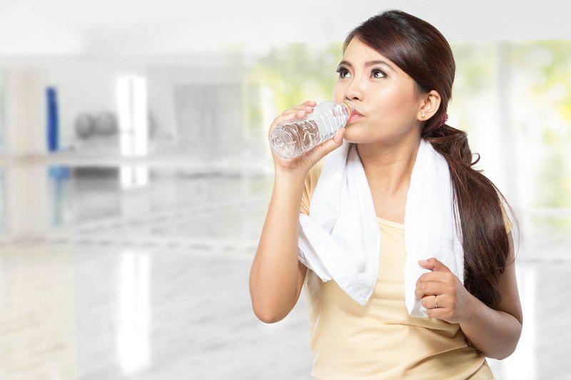 Manfaat Minum Air Mineral untuk Kesehatan - Alodokter
