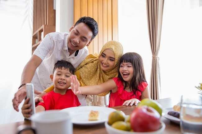 Sambut Ramadan di Tengah Pandemi COVID-19 dengan Tips Sehat dan Produktif Ini - Alodokter