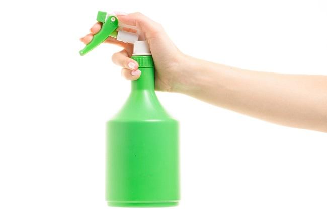Menyemprotkan Disinfektan ke Tubuh: Aman dan Efektifkah Cara Ini untuk Mencegah COVID-19? - Alodokter