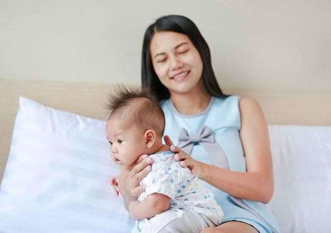 Pentingnya Sendawa bagi Bayi - Alodokter