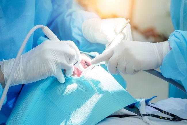 Mengenal Peran Dokter Bedah Mulut dan Penyakit yang Ditangani - Alodokter