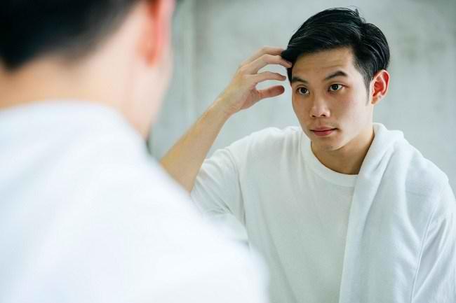 Lengkapi Gaya Anda dengan Minyak Rambut - Alodokter