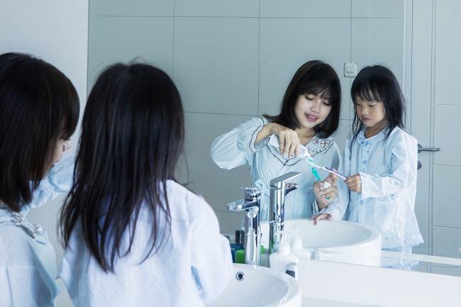 Tips Aman Menyikat Gigi Anak - Alodokter