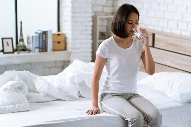 Inilah Manfaat Minum Air Putih setelah Bangun Tidur - Alodokter