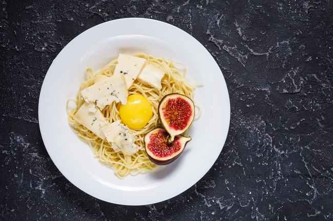 Makan Telur Mentah, Aman atau Berbahaya? - Alodokter
