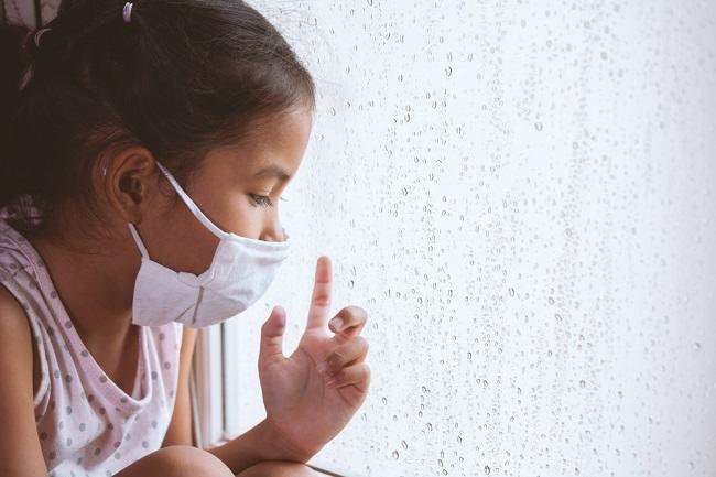 Pandemi COVID-19 Picu Kecemasan pada Anak? Begini Cara Mengatasinya - Alodokter