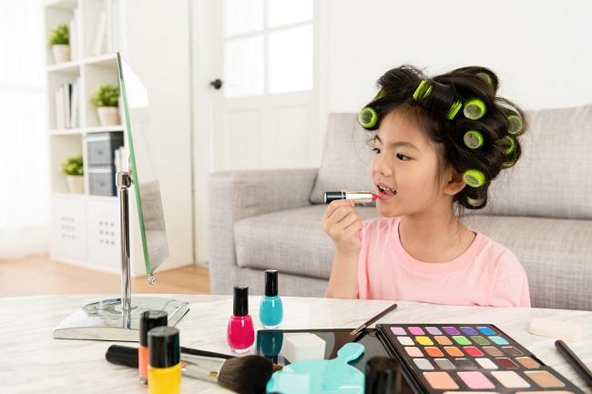 Bahaya yang Mengintai jika Anak Sering Menggunakan Makeup - Alodokter